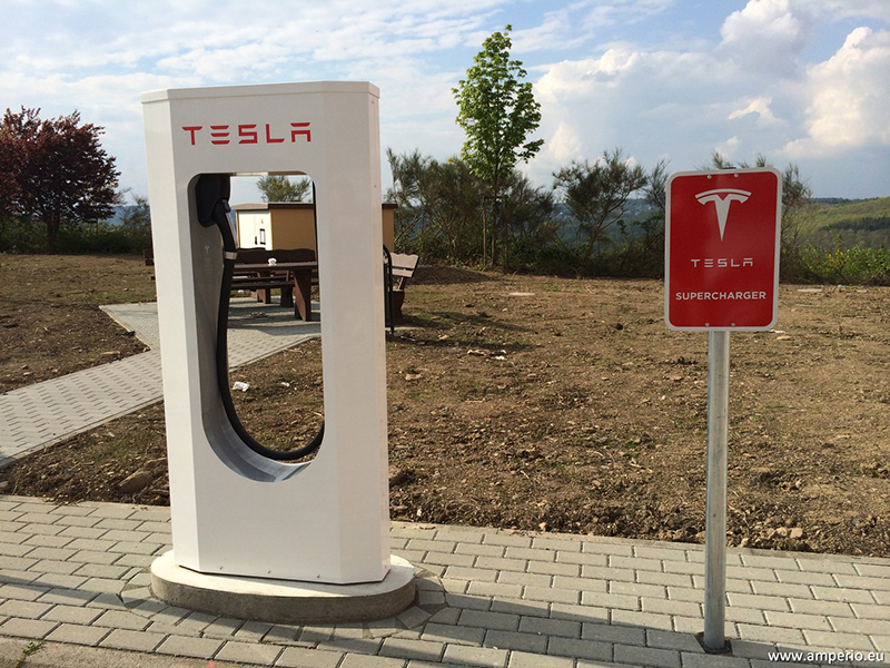 TESLA Supercharger - keiner kann schneller