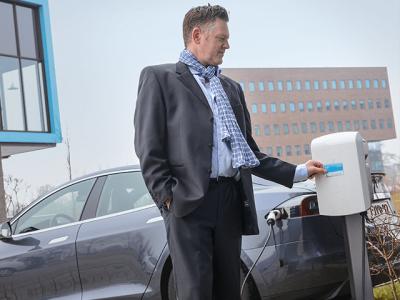 Nutzung einer RFID-Karte, Elektromobilität Tesla